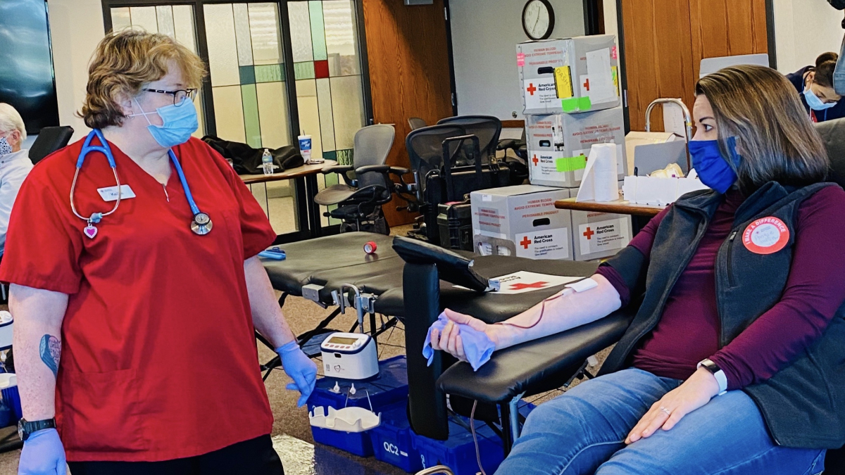Rep. Angie Craig donating blood to the American Red Cross (05/08/20)